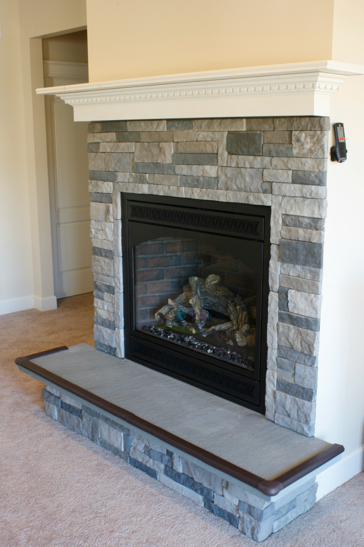 DIY Fireplace & Mantle