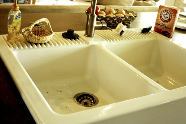 how to clean a white kitchen sink how to clean a white farmhouse sink binkies and briefcases 9324